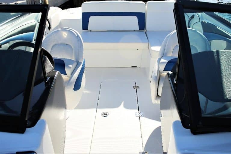 image of Monterey 217 Bowrider helm and cockpit