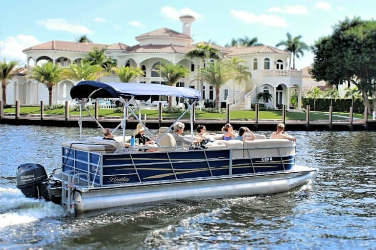 Image of family outing on a Bently luxury pontoon from Daily Boat Rental