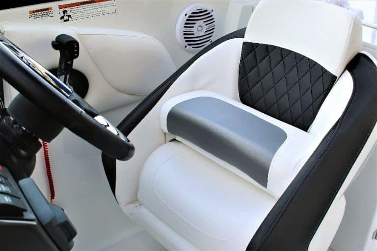 Monterey M-65 rental boat captain's chair and helm