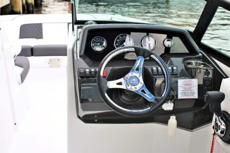 Monterey M-65 bowrider instrument panel